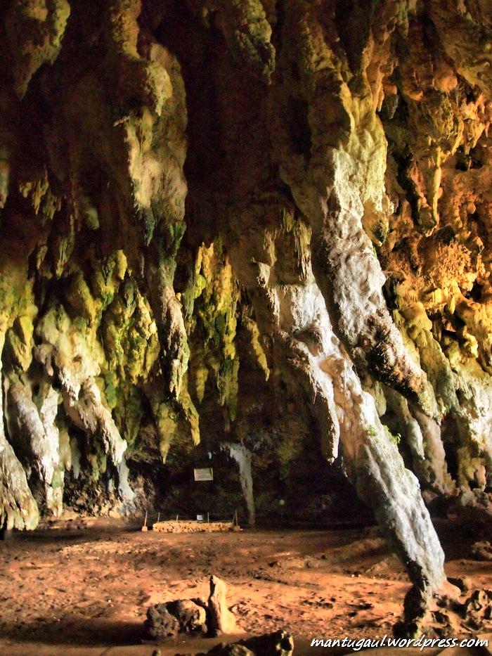 Namanya Tabuhan karena stalaktitnya bisa bersuara seperti tabuhan genderang jika dipukul