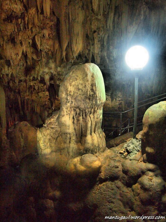 Ini stalakmit yang terbentuk hingga sebesar manusia