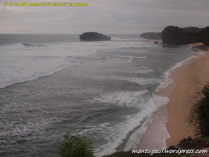 Pantai Watu Karung difoto dari ketinggian