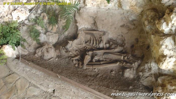Manusia purba rekaan di Goa Song Terus, yang asli masih ada dibawah tanah