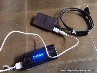 Bisa pakai powerbank atau charger hape anda (micro usb)
