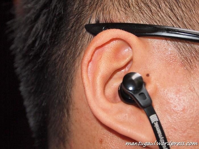 Saat terpasang di telinga