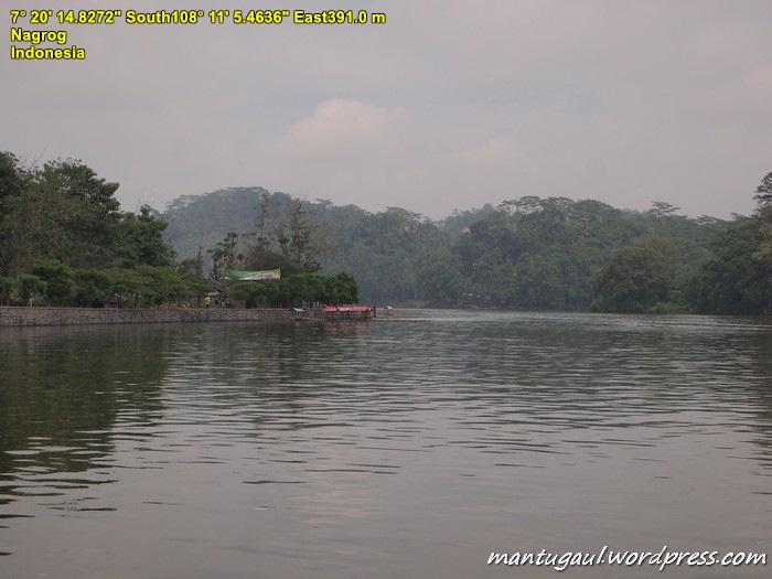 Bisa sewa perahu di Danau Situ Gede