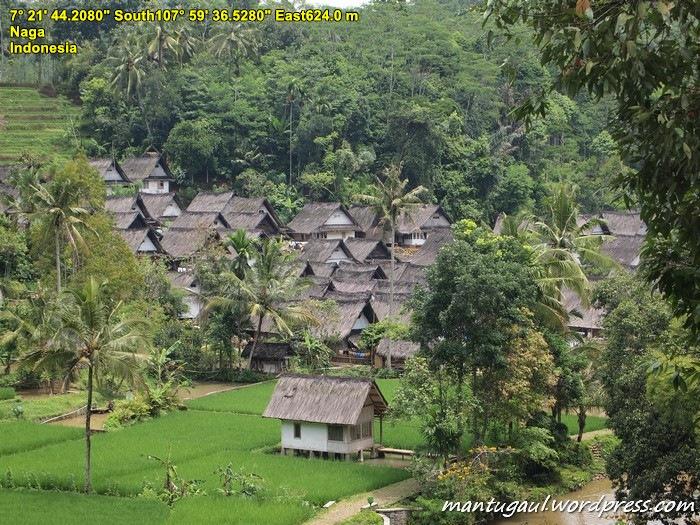 Nah, Kampung Naga tampak kejauhan