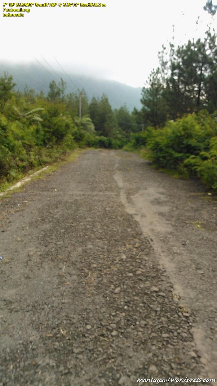 Jalan di sekitar Gunung Galunggung