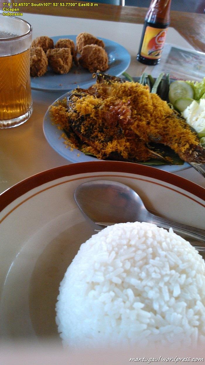 Jangan lupa cicipi makanan khas Sunda di daerah Garut :)