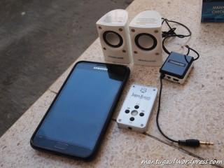 Siapkan alat pemutar musik anda misal MP3 player atau ponsel