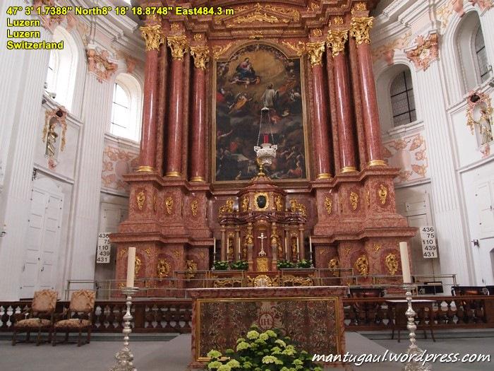 Di dalam Jesuit Church