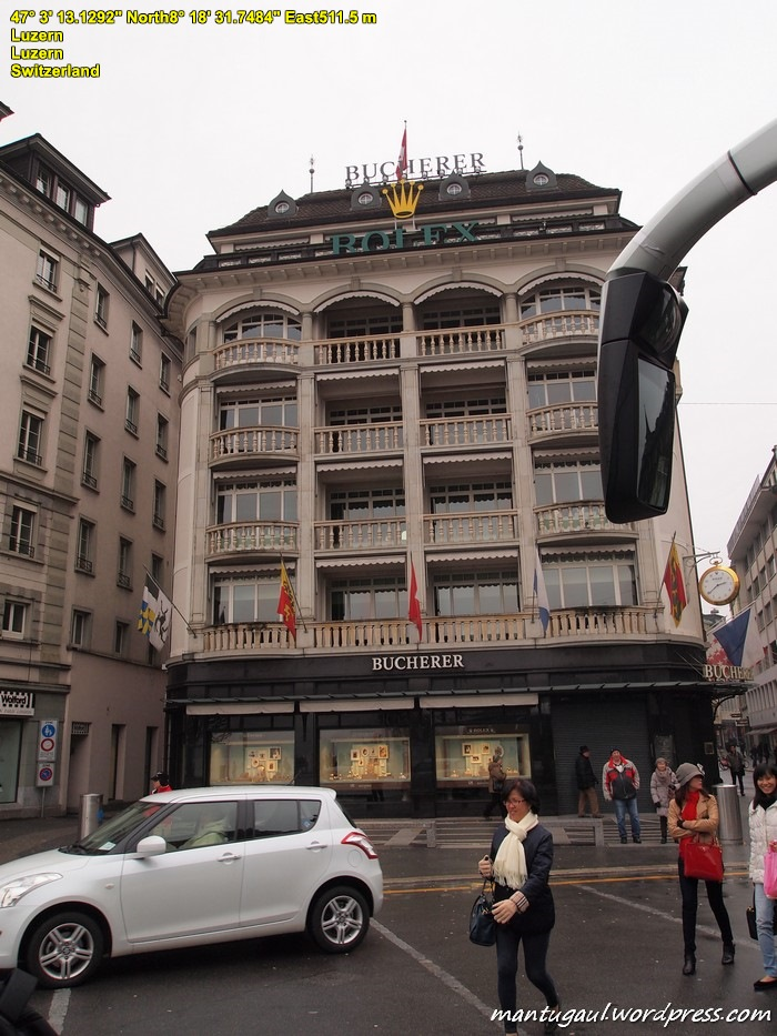 Toko Bucherer, distributor jam terkenal made in Swiss