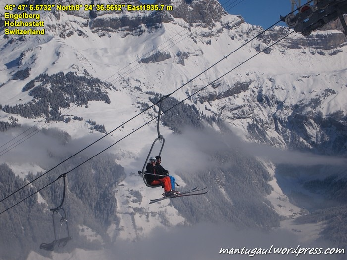 Asyik nih main ski