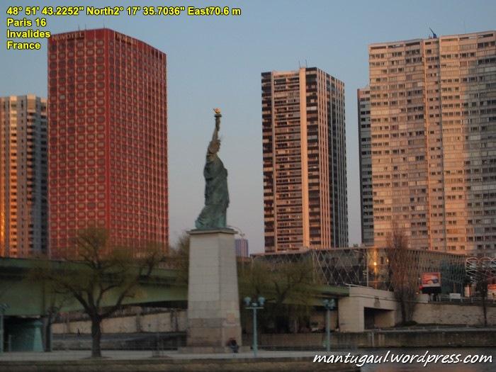Ada patung Liberty juga di Paris
