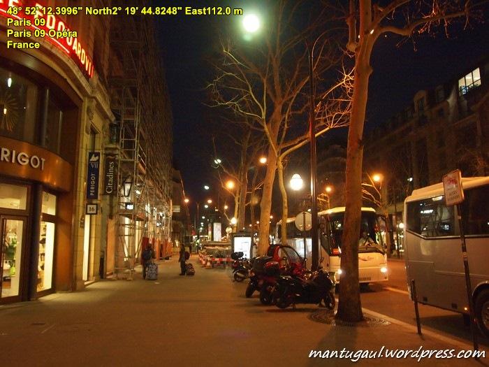 Paris tampak malam
