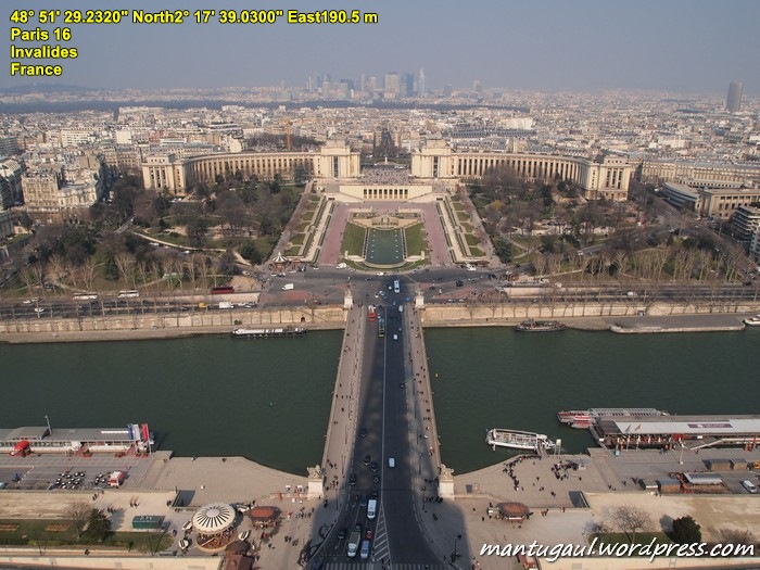 Pemandangan dari atas Menara Eiffel