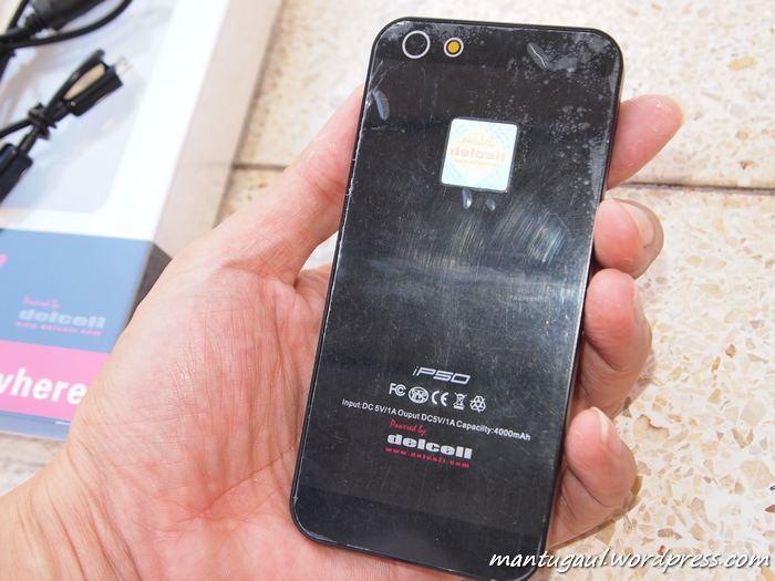 Desain belakang juga menyerupai iphone bahkan di kasih kamera :)