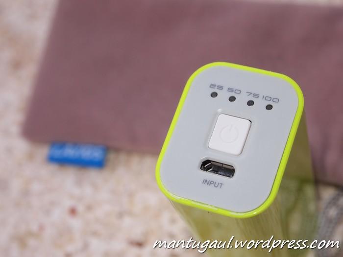 Tombol power dan 4 LED serta input power