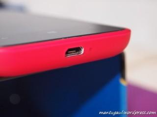 Dibawah ada slot micro USB utk data/charger