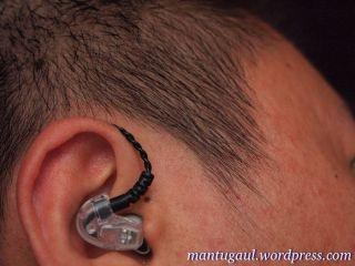 Saat terpasang di telinga (Hippo ProOne)