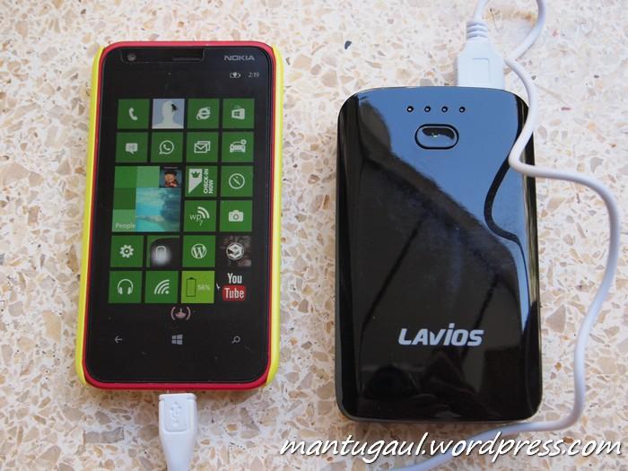 Ponsel Nokia Lumia 620 digunakan untuk pengujian