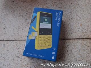 Kotak Nokia Asha tampak depan