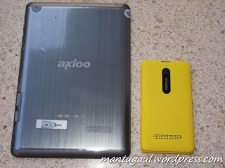 Perbandingan dengan Nokia Asha 210