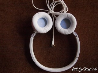 Posisi headphone terbuka