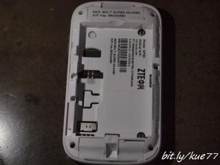 Buka tutup baterai