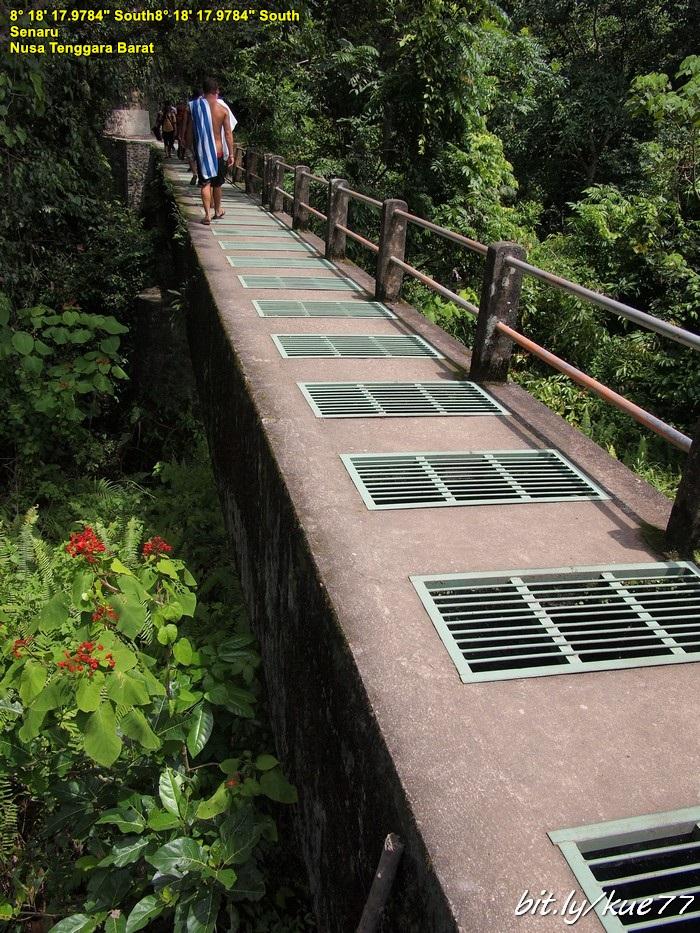 Jembatan di Air Terjun Sendang Gile