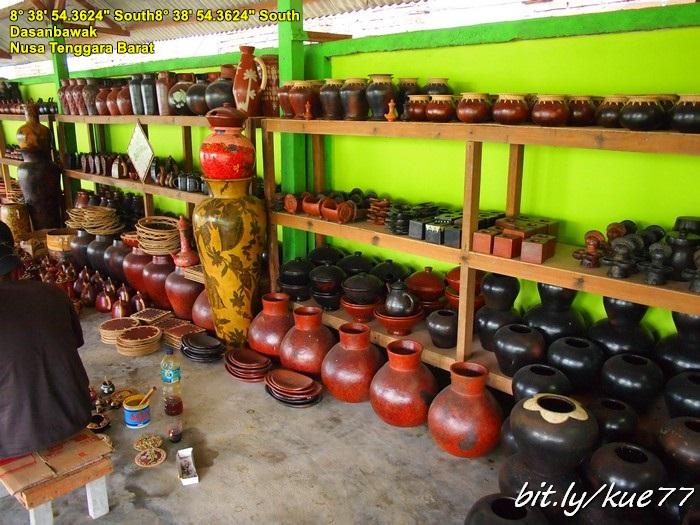 Desa Banyumulek, pusat kerajinan gerabah