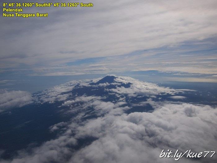 Gunung Rinjani dari udara