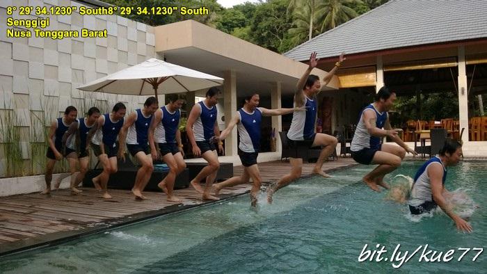 Berenang di hotel