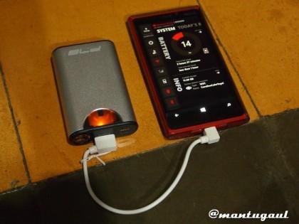 Tekan tombol dan mulai mengisi Nokia Lumia 920
