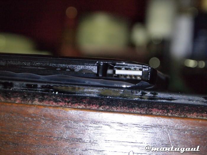 Saat kabel dilepaskan, terlihat bagian dalam Powerbank Visipro 6000