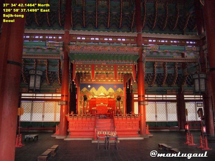 Gyeongbok Palace tampak di dalam