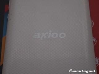 Logo Axioo dengan bahan belakang bertekstur kasar/bintik2