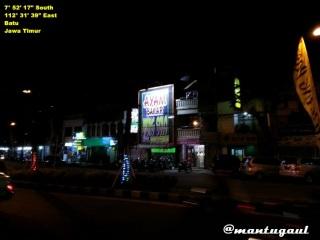 Alun-alun Kota Batu malam hari