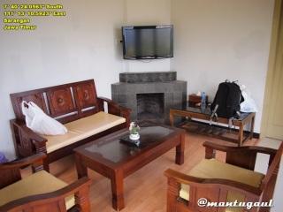 Villa Azalia ruang tamu, ada cerobong asap serasa di luar negeri :)