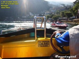 Naik speedboat