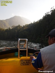 Naik speedboat keliling telaga