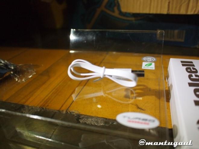 Kabel micro usb yang disertakan
